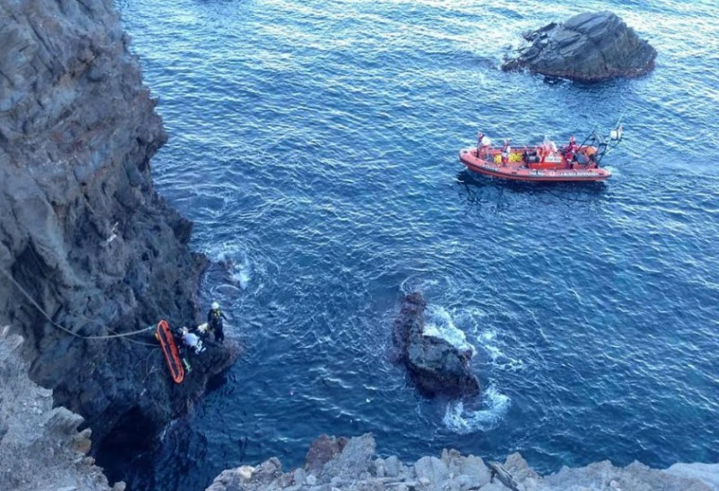 <span style='color:#780948'>ARCHIVED</span> - Dramatic rescue in Cabo de Palos after woman falls down cliff