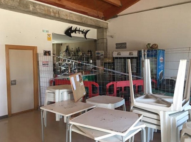 <span style='color:#780948'>ARCHIVED</span> - Frustration in Isla Plana as the neighbours association bar is still closed after 14 months